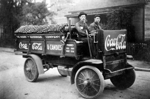 Rozvážka obľúbeného nápoja, rok 1909.