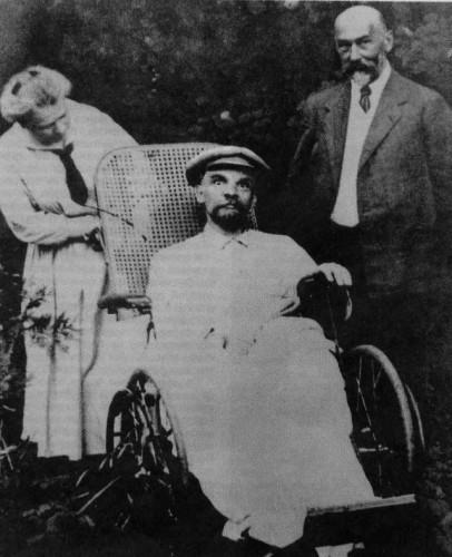 Posledná fotografia Lenina v roku 1923.  Bol po troch mŕtviciach a úplne nemý.