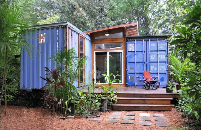 julio-garcia-savannah-project-exterior1-via-smallhousebliss-700x452