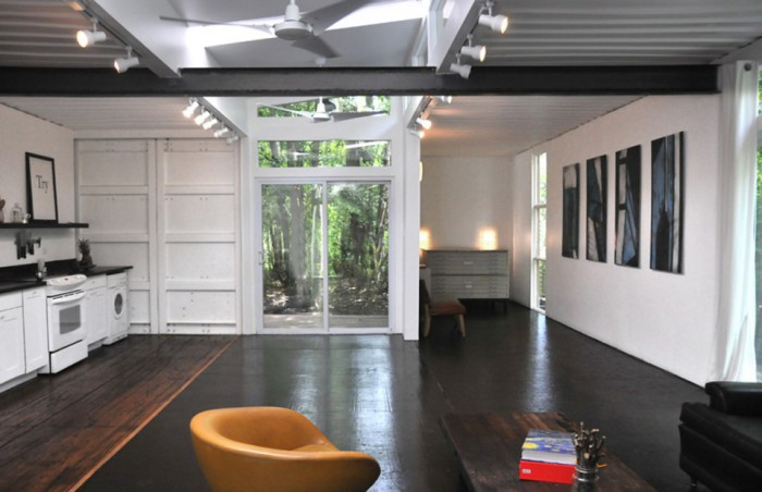 julio-garcia-savannah-project-interior3-via-smallhousebliss-700x452