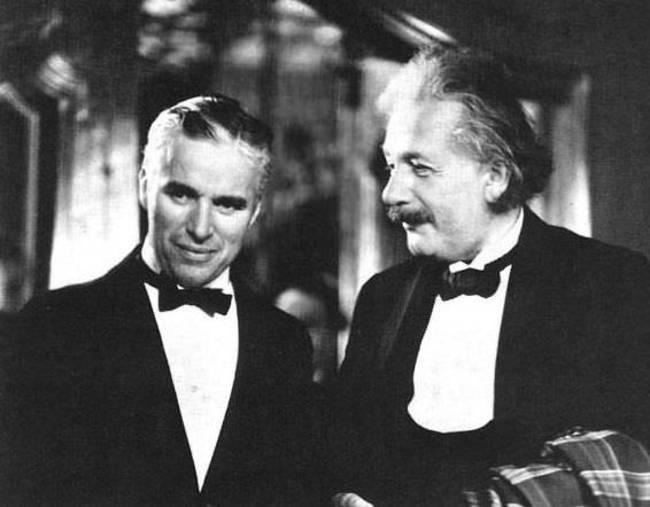 Charlie Chaplin a Albert Einstein.