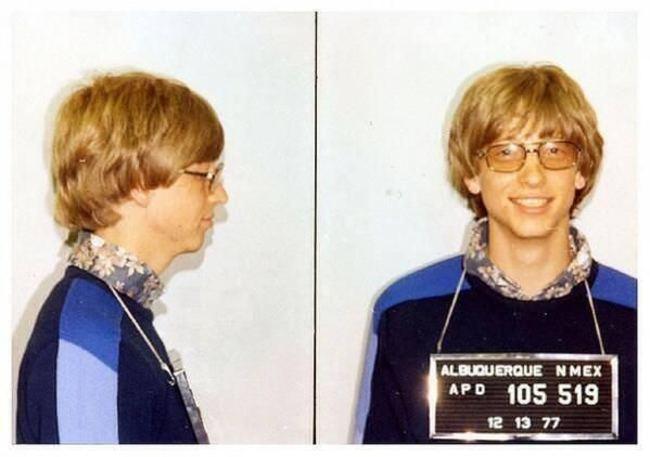 Bill Gates bol v roku 1977 prichytený pri jazdení na aute bez vodičáku.