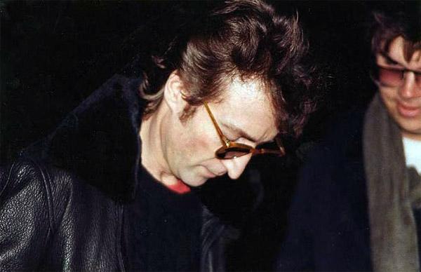 Posledná fotografia Johna Lennona, zachytená len pár hodín predtým, ako bol zavraždený.
