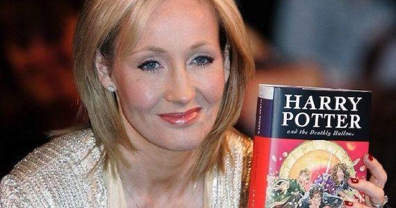 Príbeh tejto pani počul už hádam každý. Niekedy žila so svojim dieťaťom ako slobodná matka z 200 dolárov na týždeň, až do dňa, kým nenapísala Harryho Pottera. Z neho taží dodnes, čarodejník jej zarobil viac ako miliardu dolárov.