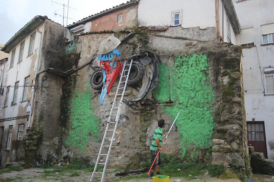 recycled-owl-sculpture-street-art-owl-eyes-artur-bordalo-8