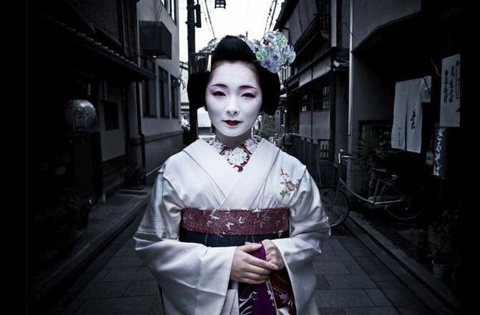Toshimana, dievča, ktoré sa učí za Geishu. Kyoto.