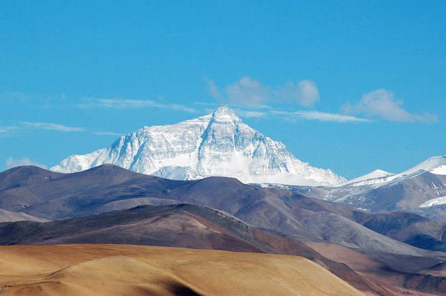 Najvyšším miestom na Zemi je Mt. Everest, ktorý meria 8848 metrov nad morom.