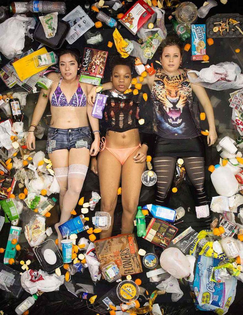7-days-of-garbage-environmental-photography-gregg-segal-9