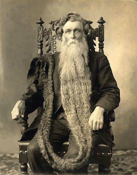 1567: Hans Steininger, starosta mesta Branau zomrel po tom, čo zakopol o svoju 13 metrovú bradu a zlomil si väz.
