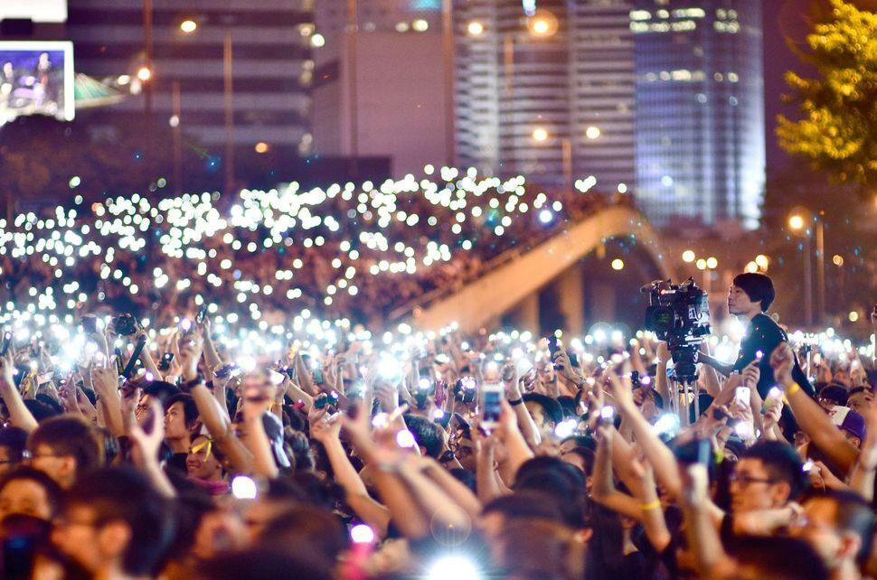 Tisíce demonštrantov sa schádza, aby zabránili zámerom čínskej vlády, ktorá obmedzila možnosť výberu starostu. September.