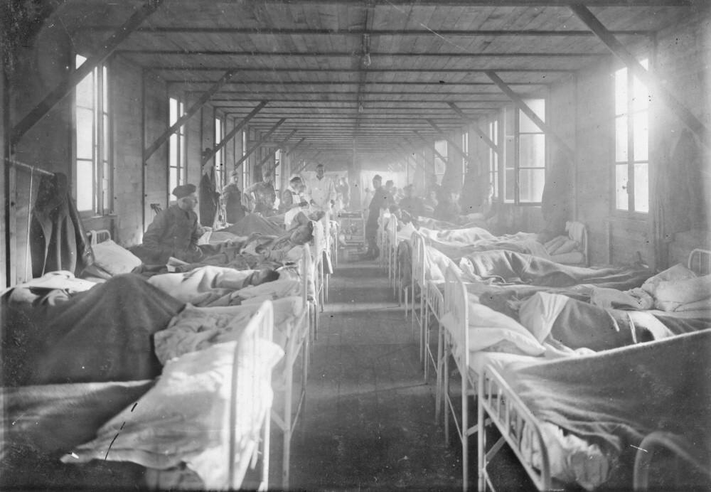 """V liečebni neskôr pracoval lekár, ktorý sa rozhodol urobiť si meno experimentmi, aby vynašiel liek na šialenstvo. Na pacientoch vykonával lobotómiu používajúc hrubé nástroje ako ručná vŕtačka, dláto a kladivo. Pacienti """"poctení"""" doktorovou špeciálnou pozornosťou boli prevezení do zvonice, kde boli mučení a vystavení neľudskému utrpeniu."""