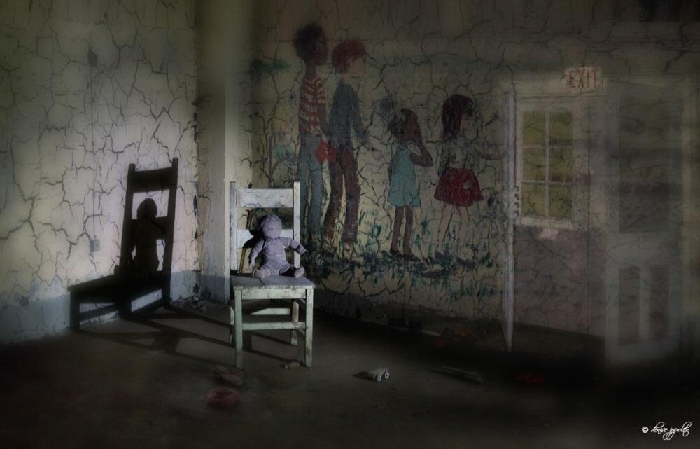 Najhorším miestom v komplexe liečebne Pennhurt bola budova Devin, ktorá slúžila ako ubytovňa pre malé deti. Nachádzala sa tam aj zubná ambulancia, v ktorej sa podľa výpovedí diali neľudskosti. Deťom, ktoré uhryzli svojich opatrovateľov, tu boli násilne vytrhávané zuby. V roku 1977 bola na liečebňu podaná žaloba, ktorej sa podarilo veci pohnúť, a vďaka odhaleniu týchto faktov bola liečebňa v roku 1987 zatvorená.