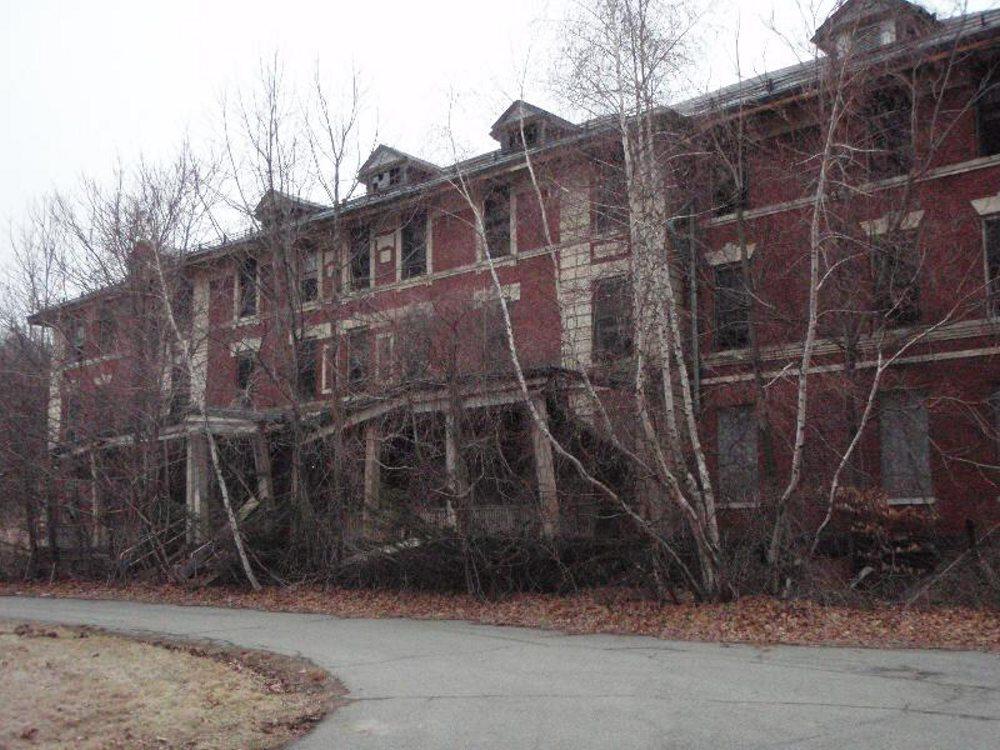 Táto liečebňa bola založená v roku 1896 v New Jersey. Najhoršie chvíle tu pacienti zažívali v 30-tych rokoch minulého storočia.
