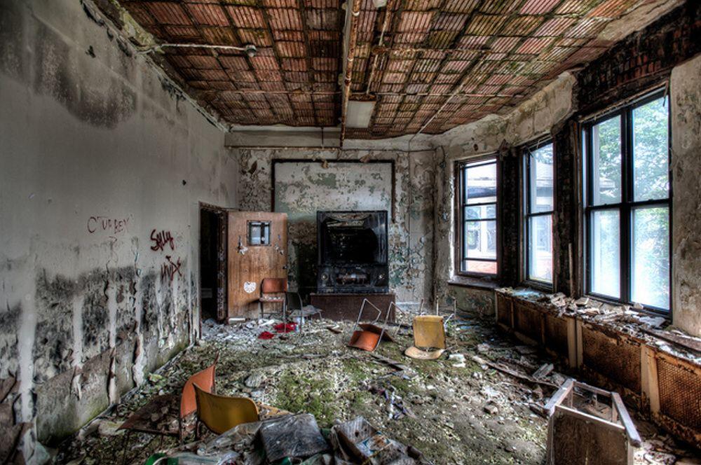 Liečebňa dostávala počas hospodárskej krízy len minimálne príspevky od štátu a pacienti naozaj živorili. Podľa záznamov v zime roku 1917 umrzlo na svojich izbách 24 pacientov priamo na svojich posteliach, keďže v celom komplexe prestalo fungovať vykurovanie. Liečebňa bola zatvorená v roku 2007 a počas vyše sto rokov dlhého fungovania tu zomrelo vyše 10 - tisíc ľudí.
