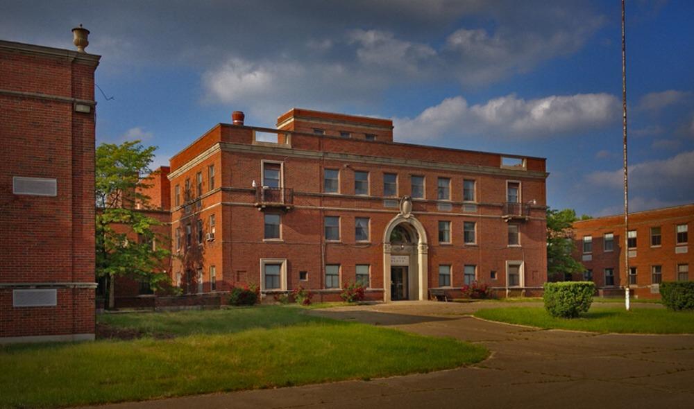 Táto liečebna bola založená v roku 1928 v meste New Castle v Pensylvánii a zatvorená bola v roku 2004. Je opradená hlavne strašidelnými historkami, ktorými môžete, ale nemusíme veriť.