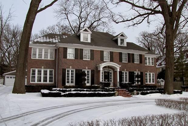 Z domu McCallisterov sa stala turistická atrakcia. Nachádza sa na 671 Lincoln Avenue vo Winnetka, Illinois. V roku 2012 bol predaný za vyše 1,5 - milióna dolárov.