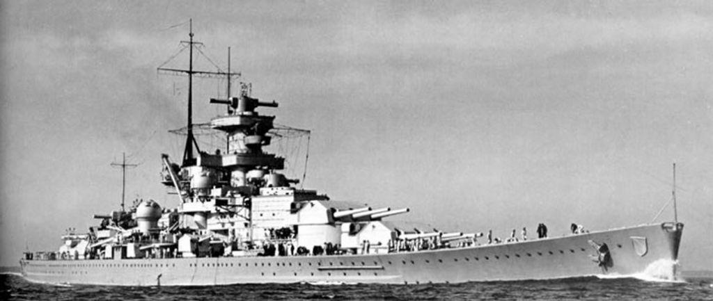 O tri roky neskôr, pri stretnutí s nepriateľom pri meste Gdansk explodovala predná časť lode a zabila tak 9 mužov. Na druhý deň sa pokazil prívod vzduchu v druhej prednej veži, čo udusilo ďalších 12 mužov. Behom svojej krátkej kariéry sa loď Scharnhorst zúčastnila niekoľkých bitiek s britskými jednotkami, ale aj napriek svojej palebnej sile sa jej nepodarilo potopiť ani jednu nepriateľskú loď. Nakoniec sa táto loď potopila pri Nórsku, keď ju zasiahlo pár torpéd britskej armády a pýcha Hitlerovej armády skončila pod vodou spoločne s 1460 mužmi na palube, no dvom sa podarilo prežiť.