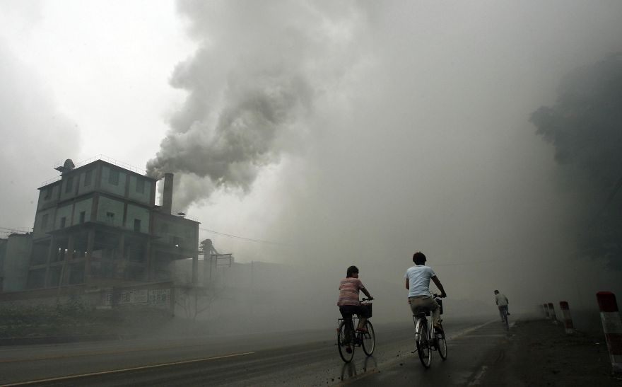 Továreň v meste Yutian.