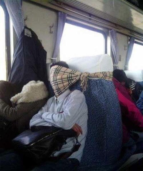 Pohodlný spánok netreba podceňovať. Takto sa vyspíš pohodlne aj vo vlaku, či autobuse.