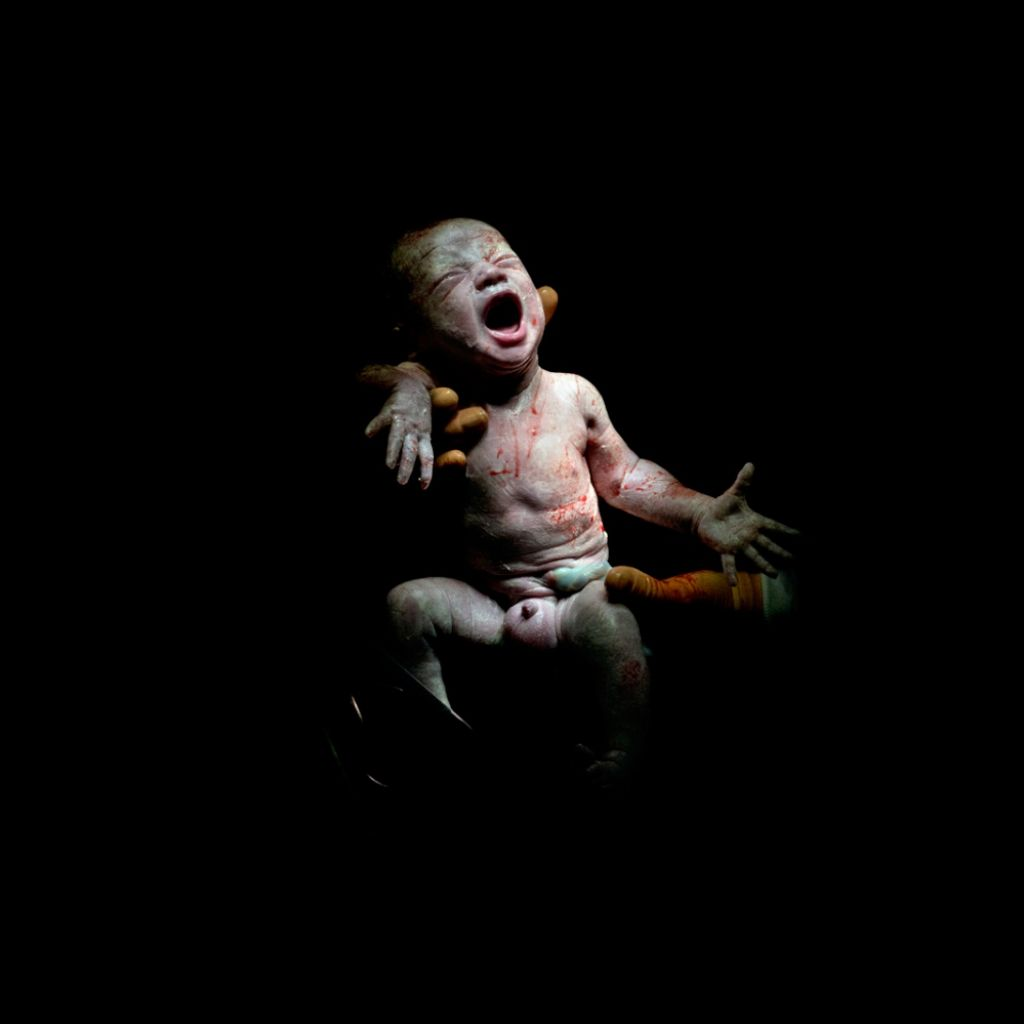 Mael, narodený 13. decembra 2013 o 16:52 hod., 2,8 kg. Odfotený 18 sekúnd po pôrode.