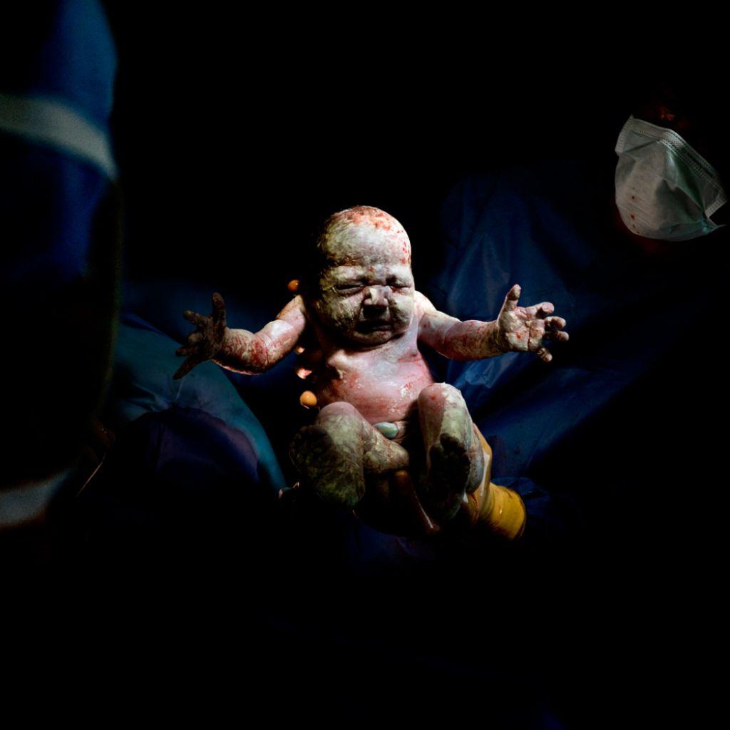 Romane, narodený 20. mája 2014 o 10:51 hod., 2,935 kg. Odfotený 8 sekúnd po pôrode.