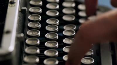 Tolkien napísal celého Pána prsteňov na písacom stroji iba dvoma prstami.