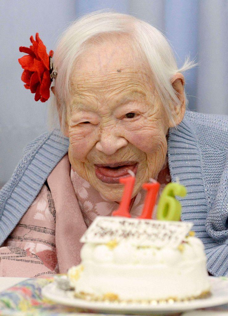 Najstarší žijúci človek je Misao Okawa z Japonska. Narodila sa 5. marca 1898 a momentálne má 116 rokov.