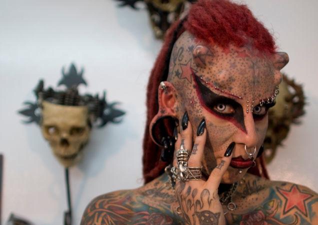 María José Cristerna sa narodial v mexickom meste Guadalajara, ktoré je notoricky známe niekoľkými násilnými gangami.