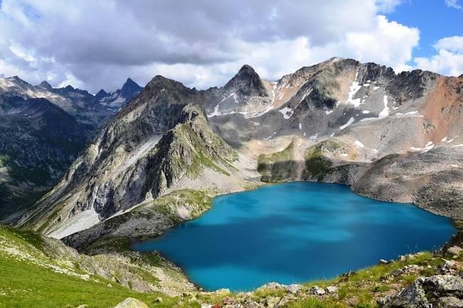 Ruské jazero Karachay je najviac kontaminované jazero na svete. Jeho voda je až smrteľne jedovatá.