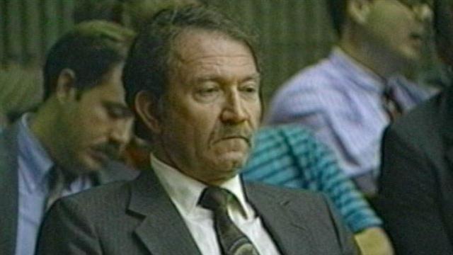 V roku 1988, muž menom Mel Ignatow zabil ženu, sklom z konferenčného stolíka. Za túto vraždu bol odsúdený na 10 rokov, avšak vermír je veľmi nepredvídateľný. Mel zomrel podobne ako obeť, ktorú zavraždil. Spadol na sklenený konferenčný stolík.