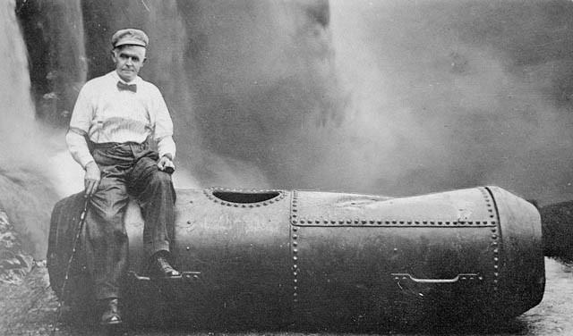 V roku 1911 sa odvážlivec Bobby Leach v sude preplavil cez gigantické niagárske vodopády. Prežil mnoho ďalších životunebezpečných nerozvážností. Nakoniec sa mu však roku 1926 stala osudnou šupka z pomaranča, na ktorej sa pošmykol a zomrel.