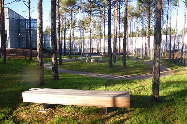 Miestny park. Aj tú môžu väzni oddychovať