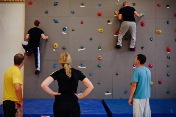 A čo tak si trošku zašportovať? Väzni majú k dispozícii aj lezeckú stenu.