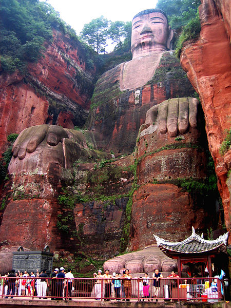 Leshan_da_fo_Flickr_feet-head_modified