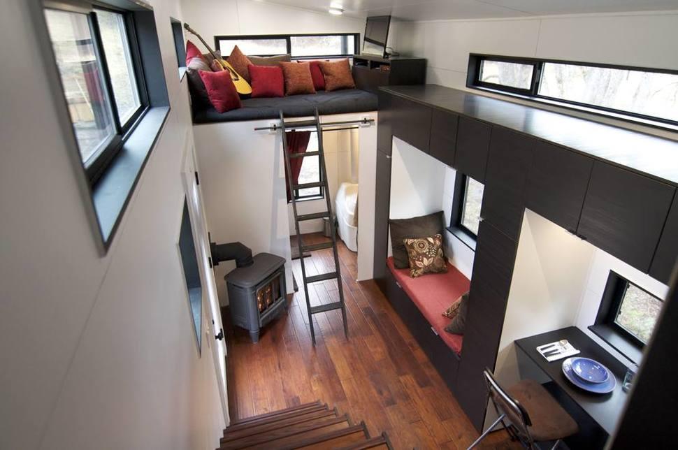 Vďaka geniálnej konštrukcii, majú v domčeku všetko čo potrebujú napriek tomu, že jeho rozloha je len niečo cez 18 metrov štvorcových.